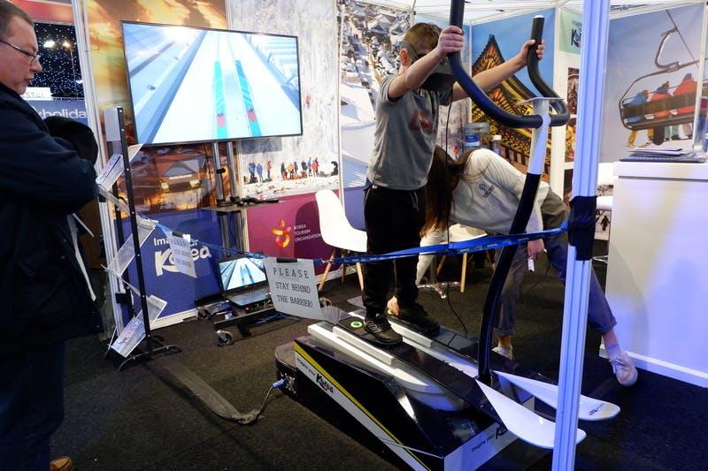 ▲ロンドンで開催「The Telegraph Ski & Snowboard Festival」:ARスキー体験ゲームの様子