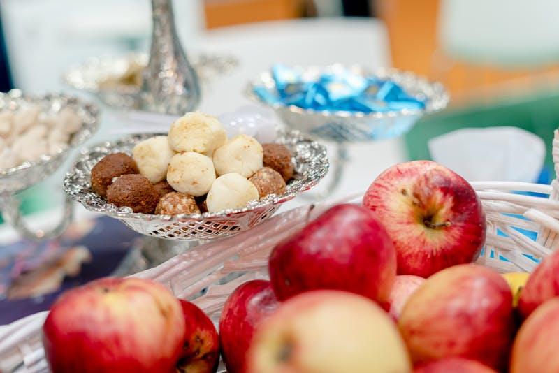 ▲IBTM World Barcelona:カザフスタンの伝統お菓子やフルーツ