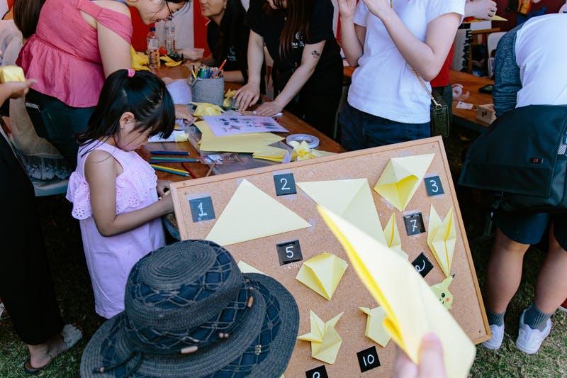 ▲Matsuri-Japan Festival:折り紙コーナーでは、大人気キャラクター・ピカチュウの折り方を展示解説