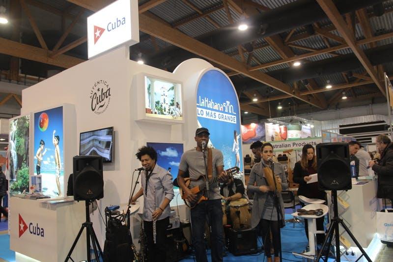 ▲「Salon des Vacances」:ライブパフォーマンスで来場者の注目を集めていたキューバブース