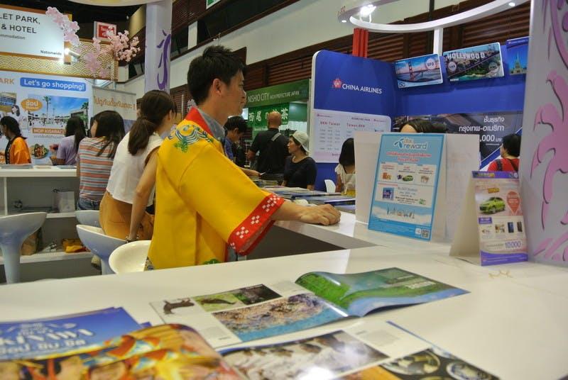 ▲TITF:パンフレットがどれも写真集のように美しい沖縄ブース