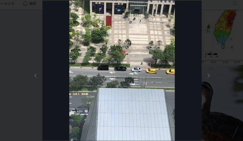 ▲SNS上で「道路が割れた」として出回っている画像:twitterより
