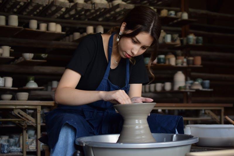 ▲完成する頃には帰国済み・・陶芸教室の例