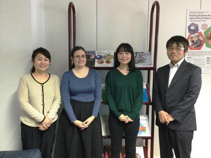 ▲左から高野洋子所長、アンジェラ・トロイズィ氏、今崎芙美次長、古田真敏次長