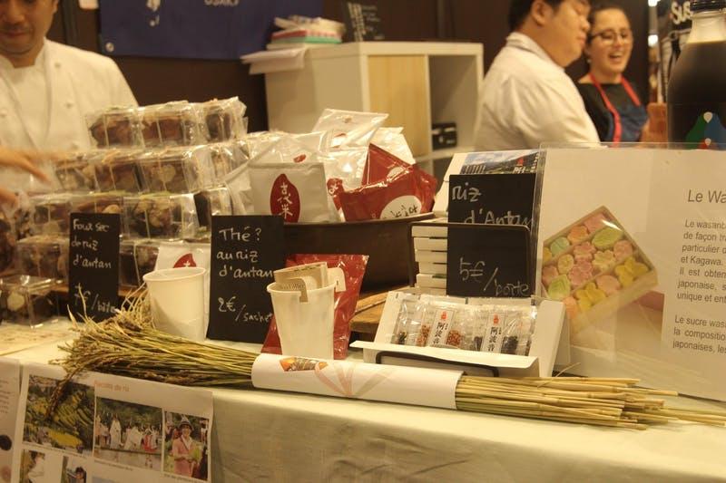 ▲「サロン・デュ・ショコラ2018」:徳島県ブースでの古代米とチョコレートのPR