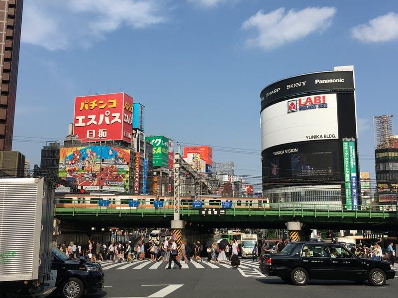 ▲新宿大ガード西交差点:訪日ラボ撮影