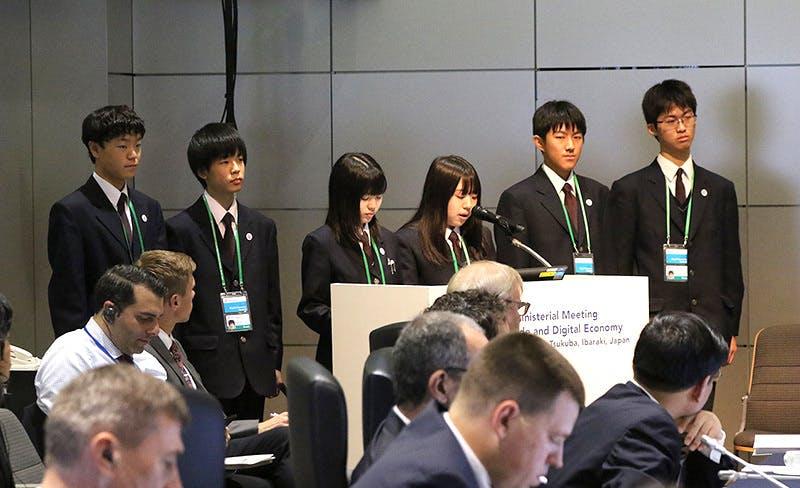 ▲提言を発表する生徒達 出典:茨城県公式HP