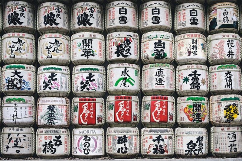 ▲[明治神宮に並ぶ酒樽]:pixabay