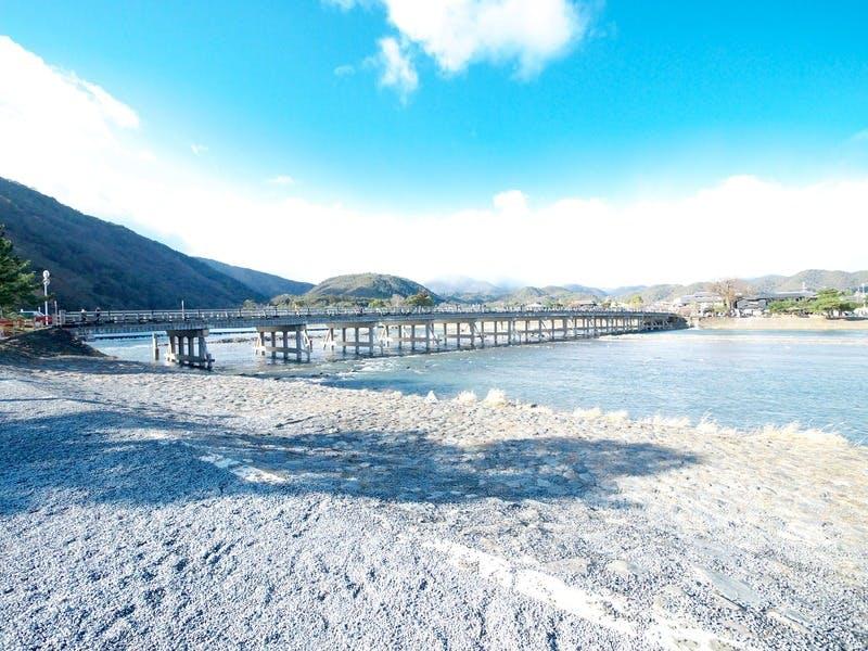 ▲外国人観光客にも人気のスポット、渡月橋