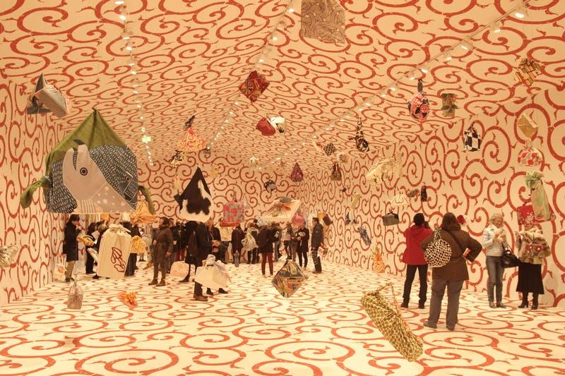 ▲『 FUROSHIKI PARIS』:ふろしきのフォトジェニックな展示ゾーン