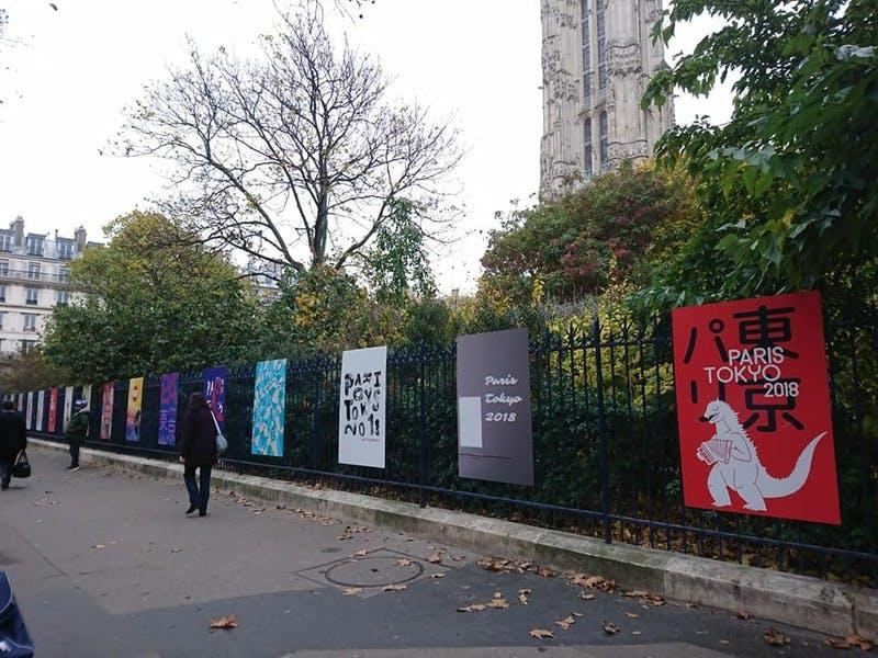 ▲サンジャックの塔前で実施された大学生のポスターコンテスト