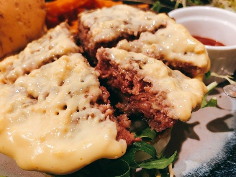 ▲[肉を使わずに、肉料理を再現した商品]:フードダイバーシティ