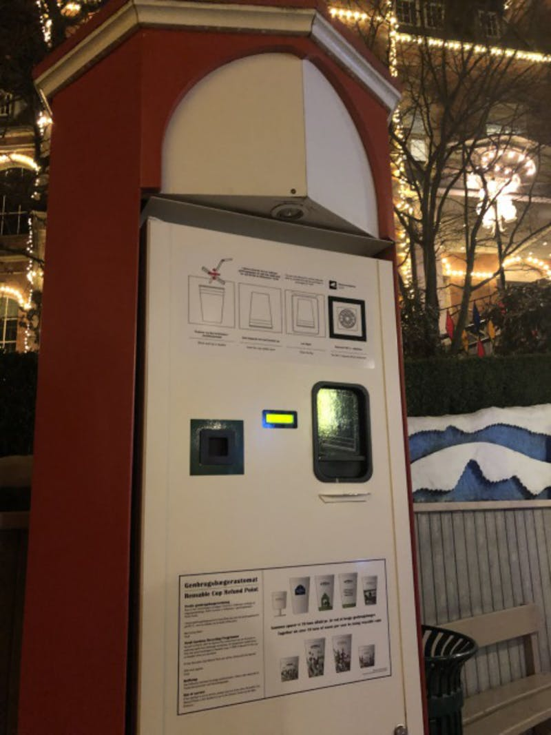 北欧の公園にある、飲み物の空き容器の回収機
