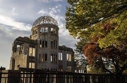 インバウンドは広島に学べ:訪日外国人が年間100万超!欧米人気ナンバーワンの県