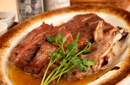 トラジが「T's STEAK HOUSE」で外国人専用のコース料理などを提供